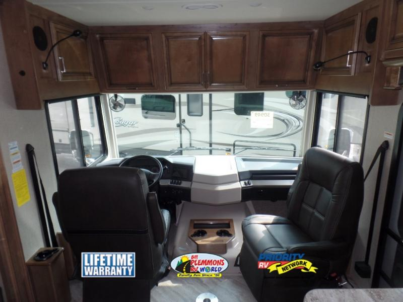 Fleetwood Southwind Review Class A Motorhome Cockpit