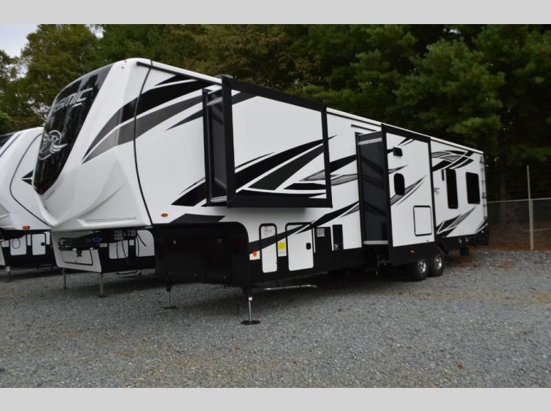 Toy Hauler Fifth Wheels